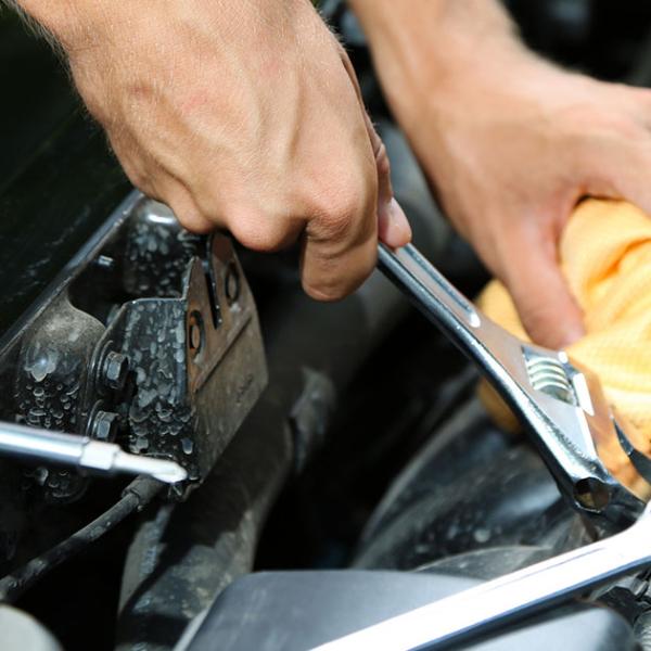 Ремонт двигателя автомобиля в Киеве фото